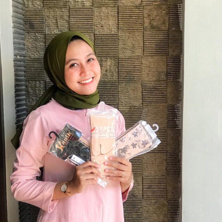 kaos kaki hijab